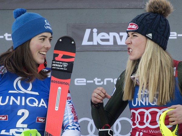 Na snímke slovenská lyžiarka Petra Vlhová a americká lyžiarka Michaela Shiffrinová