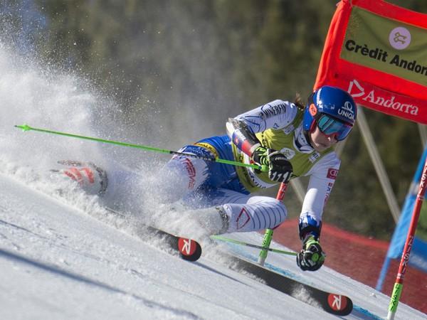 Na snímke slovenská lyžiarka Petra Vlhová počas 1. kola finálového obrovského slalomu Svetového pohára v zimnom stredisku Soldeu