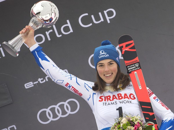 Petra Vlhová sa teší z tretieho miesta v slalome žien na Svetovom pohári v alpskom lyžovaní
