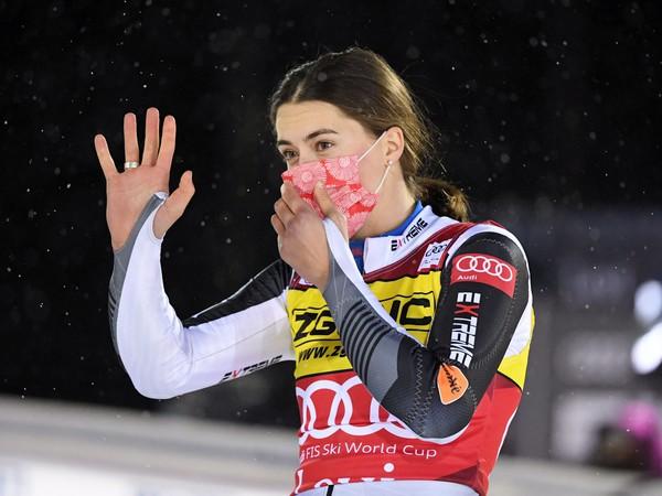 Petra Vlhová sa teší po triumfe v prvom slalome novej sezóny Svetového pohára