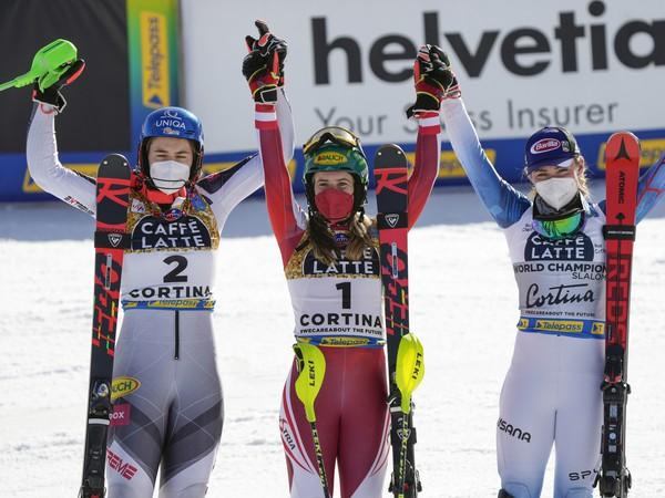 Petra Vlhová, Katharina Liensbergerová a Mikaela Shiffrinová
