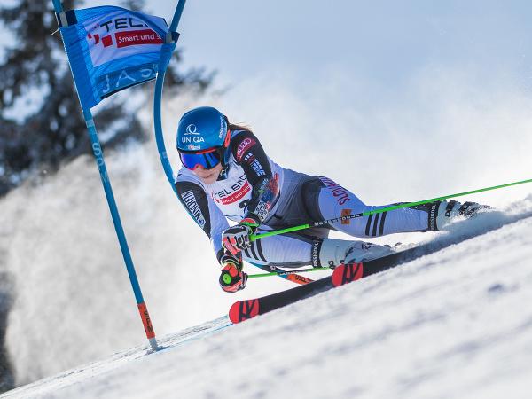 Petra Vlhová na trati počas 1. kola obrovského slalomu