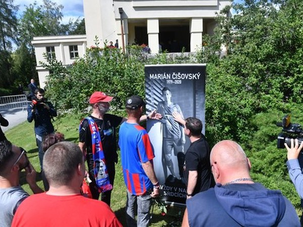 S Čišovským sa lúčili stovky ľudí