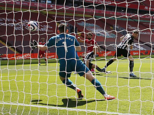 Martin Dúbravka inkasuje prvý gól