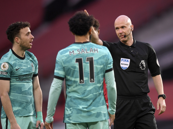 Mohamed Salah a rozhodca Anthony Taylor