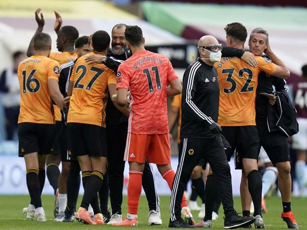 Nuno Espirito Santo a jeho víťazné oslavy s tímom