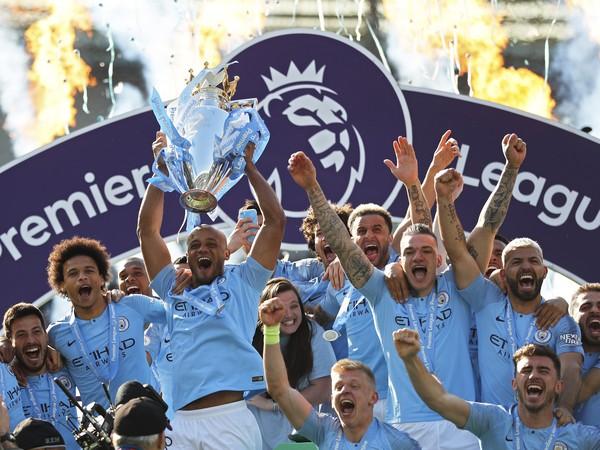 Oslavy hráčov Manchestru City po zisku titulu Premier League