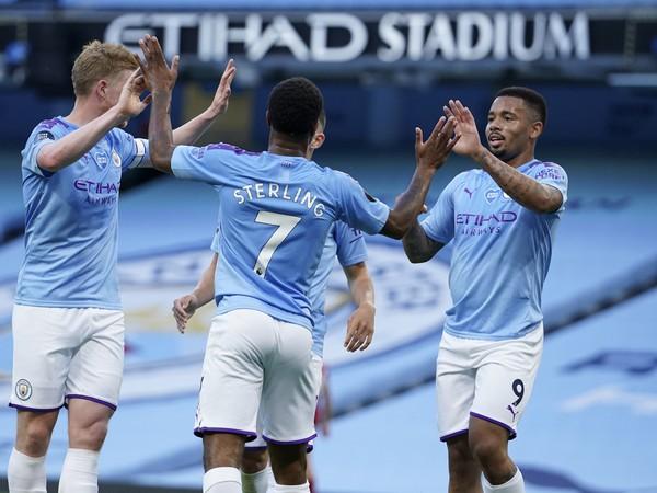 Hráči Manchestru City sa radujú po góle do siete Liverpoolu