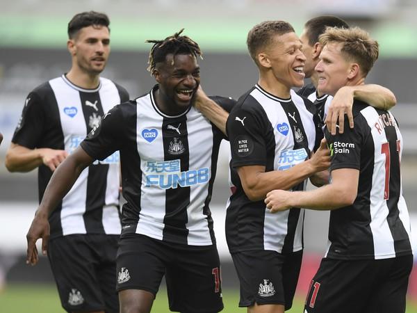 Hráči Newcastle United sa radujú z gólu