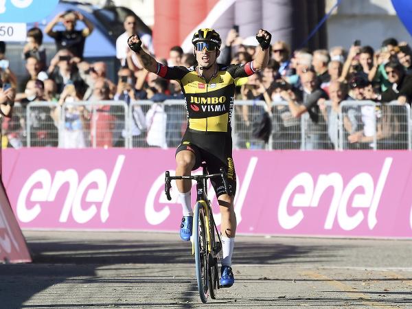Primož Roglič víťazí na klasike Miláno - Turín
