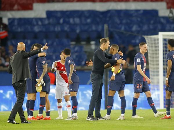 Thomas Tuchel a Kylian Mbappé oslavujú triumf PSG