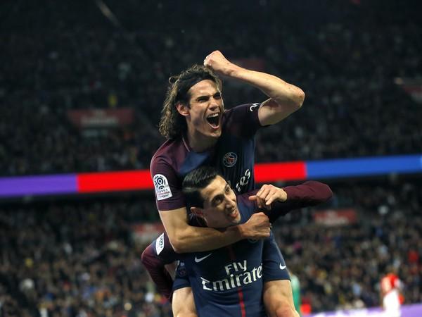 Edinson Cavani a Ángel Di María sa radujú z gólu