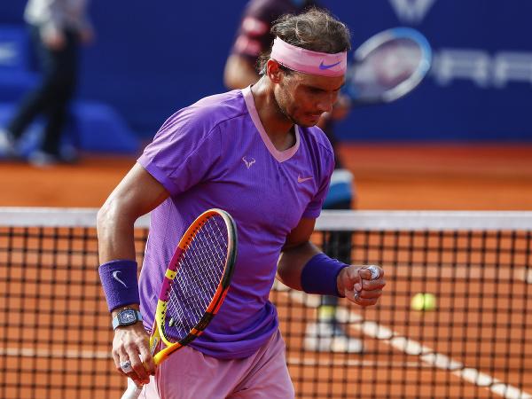 Na snímke španielsky tenista a najvyššie nasadený hráč Rafael Nadal postúpil do štvrťfinále na turnaji ATP v Barcelone
