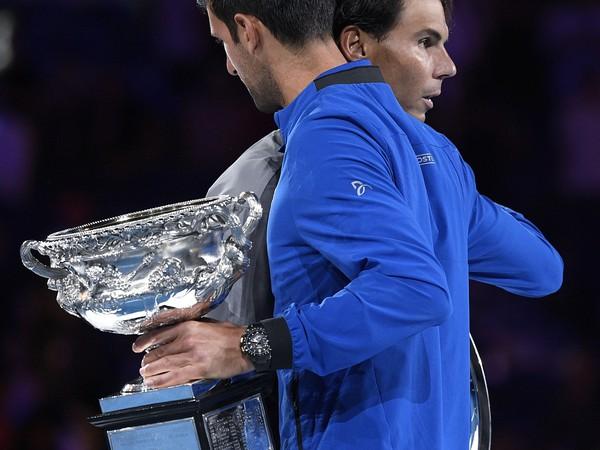 Rafael Nadal a Novak Djokovič so svojimi trofejami