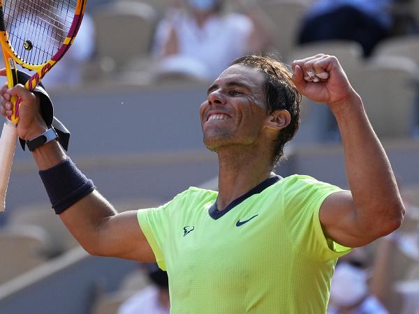 Rafael Nadal oslavuje postup ďalej na Roland Garros