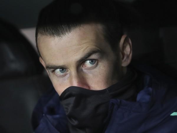 Futbalista Realu Madrid Gareth Bale sedí na striedačke