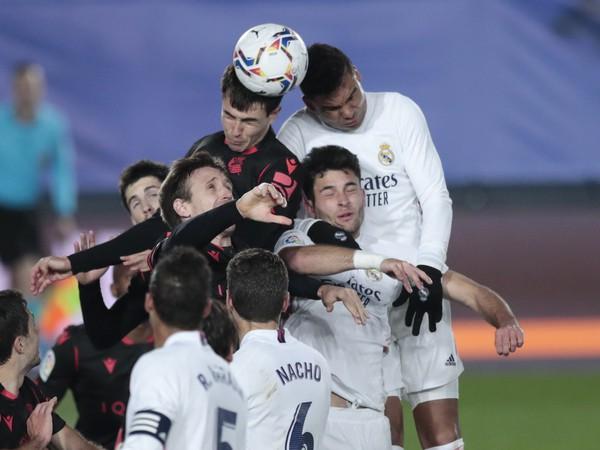 Hráči Realu Madrid a San Sebastianu v hlavičkovom súboji