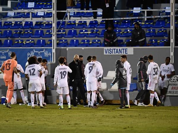 Zinedine Zidane dohovára hráčom Realu