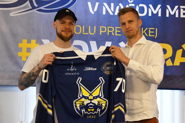 Na snímke vľavo hráč Andreas Štrauch a vpravo generálny manažér mužstva Richard Rapáč