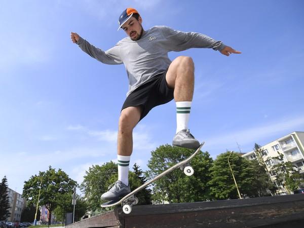 Na snímke slovenský skejtbordista Richard Tury,  ktorý patrí medzi svetovú špičku, sa pripravuje na najväčšiu výzvu v kariére - kvalifikáciu o olympiádu v Tokiu.