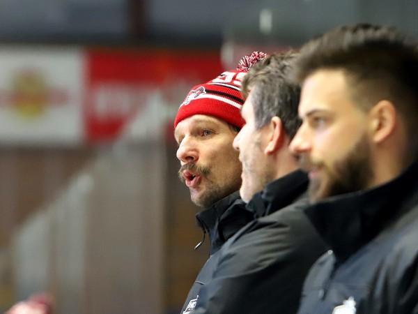 Asistent trénera HC 05 Banská Bystrica Richard Zedník (vľavo)