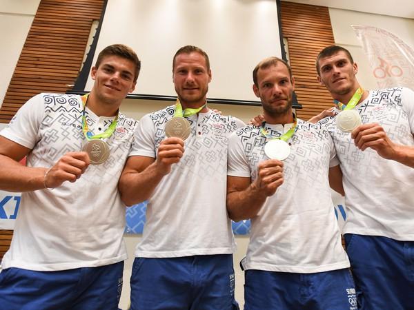 Denis Myšák, Erik Vlček, Juraj Tarr a Tibor Linka so striebornými olympijskými medailami
