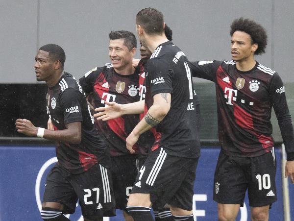 Robert Lewandowski oslavuje strelený gól
