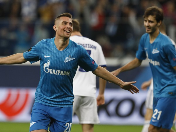 Hráč Zenitu Róbert Mak oslavuje úvodný gól