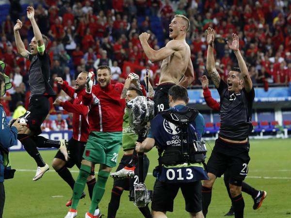 Radosť Albáncov z historického triumfu na ME