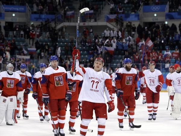 Radosť ruských hokejistov a sklamanie tých českých