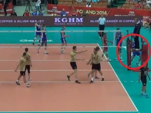 Ruský volejbalista to počas zápasu prehnal