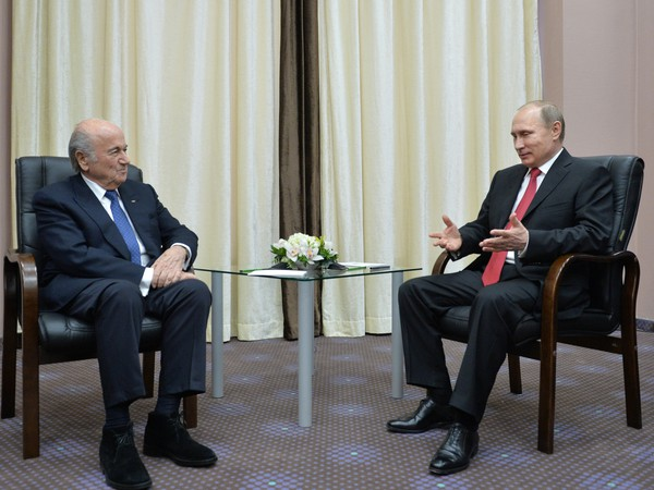 Prezident FIFA Sepp Blatter a ruský prezident Vladimir Putin