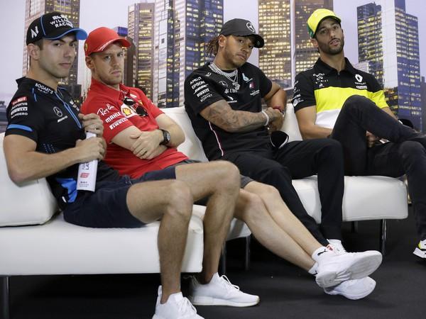 Štvorica pretekárov, zľava Nicholas Latifi, Sebastian Vettel, Lewis Hamilton, Daniel Ricciardo