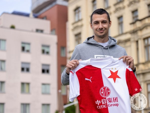 Ivan Schranz s dresom SK Slavia Praha