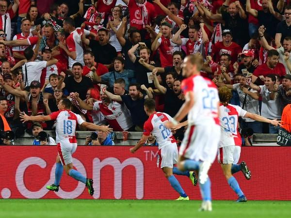Jan Bořil a jeho gólové oslavy s fanúšikmi Slavie