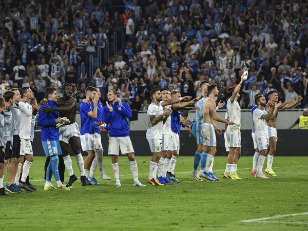 Na snímke hráči ŠK Slovan Bratislava oslavujú víťazstvo