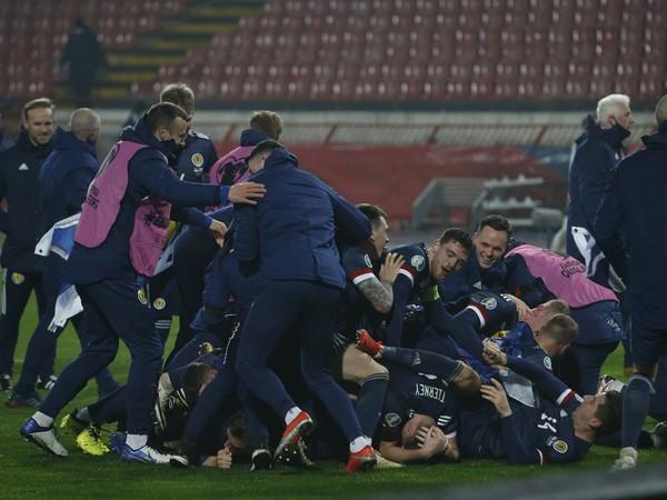 Víťazné oslavy Škótov po triumfe v Srbsku a postupe na EURO 2020