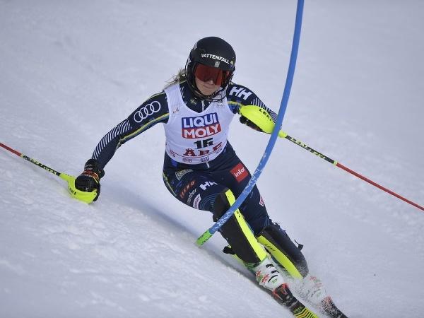 Švédska lyžiarka Emelie Wikströmová počas slalomu v Are