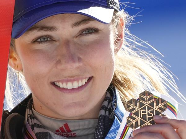 Mikaela Shiffrinová s jednou z medailí na nedávno skončených MS
