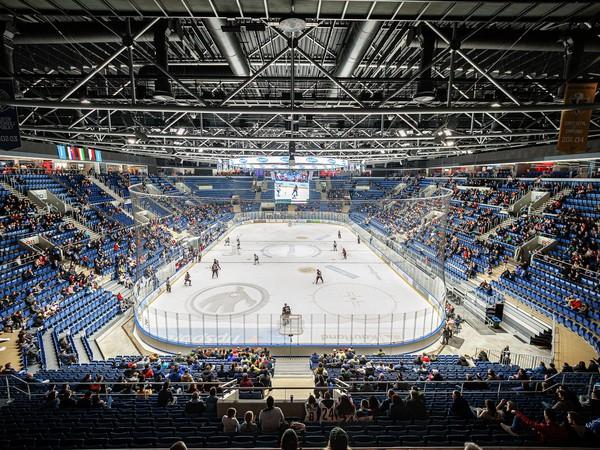 Nezaplnené hľadisko Štadióna Ondreja Nepelu počas zápasu Tipsport Ligy