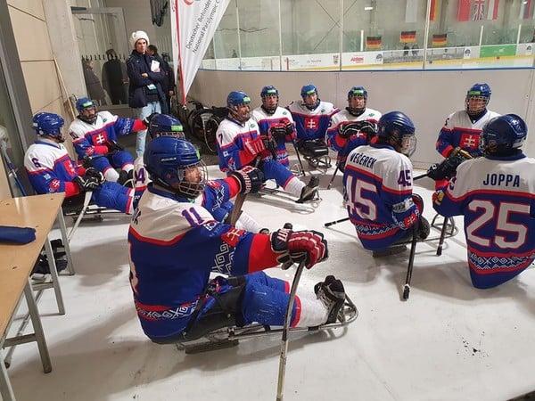 Slovenskí reprezentanti v sledge hokeji