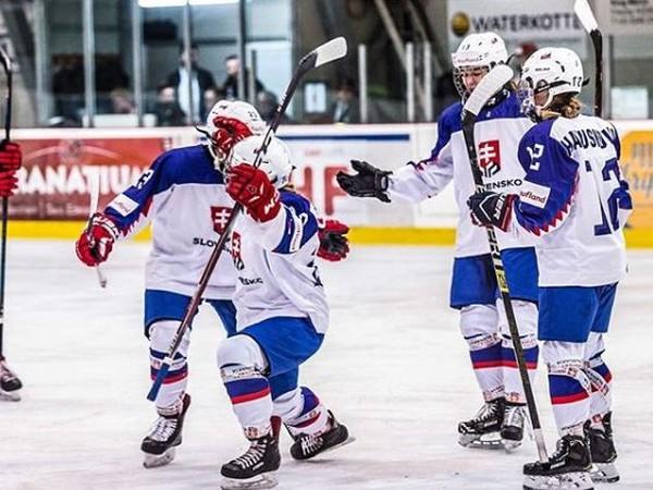 Slovenské hokejistky do 18 rokov oslavujú postup