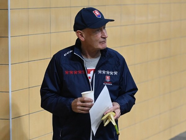 Tréner A-tímu slovenskej hokejovej reprezentácie Craig Ramsey počas priateľského zápasu SR20 - ČR20 v Piešťanoch