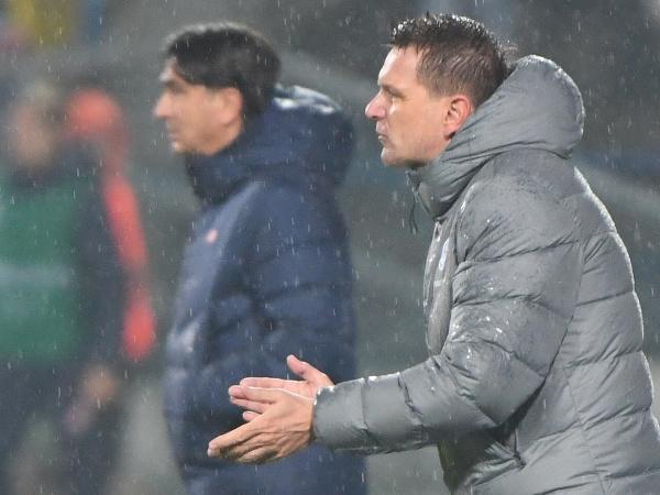 Tréner slovenskej futbalovej reprezentácie Štefan Tarkovič (vpravo) a tréner Chorvátska Zlatko Dalič