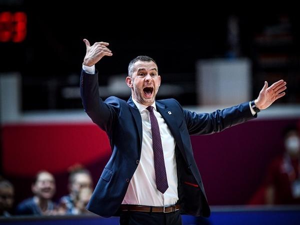 Tréner slovenskej basketbalovej reprezentácie žien Juraj Suja