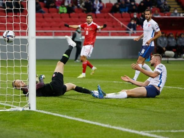 Milan Škriniar si strieľa vlastný gól