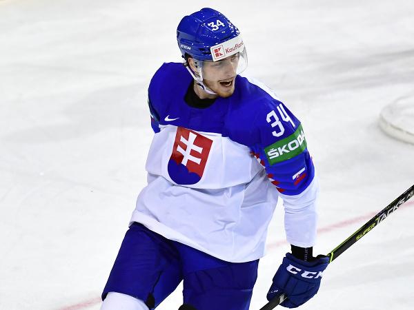 Peter Cehlárik sa raduje z gólu na MS v hokeji v Rige