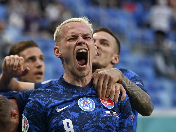 Ondrej Duda sa raduje po slovenskom góle