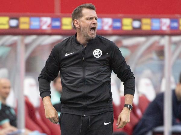 Slovenský tréner Štefan Tarkovič v prípravnom zápase proti Rakúsku