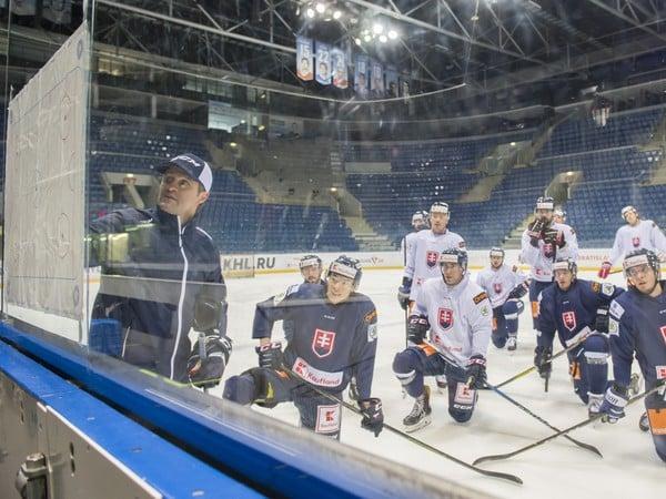 Tréning slovenskej hokejovej reprezentácie počas prípravy pred zápasmi Euro Hockey Challenge na štadióne Ondreja Nepelu